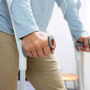 worldcrutches-How-To-Use-Crutches-After-Hip-Surgery